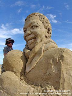 Nelson Mandela sand sculpture by Oscar Rodriguez . photo by sculpture grrrl Snow Sculptures, Sculpture Art, Ice Art, Snow Art, Grain Of Sand, Sand And Water, Art Festival, Beach Art, Oeuvre D'art