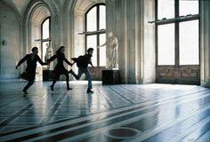 The Dreamers (Soñadores). Carrera por el Louvre