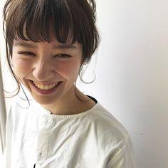 ポイントはたったの4つ♡「ひとつ結び」がおしゃれに見えるコツ教えます! - LOCARI(ロカリ) Short Hair Bun, Short Hair Styles, Elegant Short Hair, Hair Arrange, Japanese Hairstyle, Hair Strand, Bun Hairstyles, Bangs, Hair Makeup