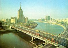 Moskou. De rivier de Moskou. Oude postkaart.