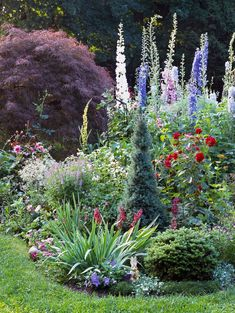 Flower Garden cottage garden with various heights of flowers and greenery - Cottage garden designs bring a classic, soft vibe to your landscape. Create a garden that's big on color—but small on labor. Formal Gardens, Outdoor Gardens, Front Gardens, Garden Shrubs, Shade Garden, Garden Plants, Pea Gravel Garden, Garden Gnomes, Sun Garden