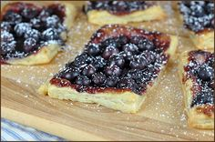 Easy Blueberry Puff Pastry Tart, must try these for at home brunch. Puff Pastry Recipes, Tart Recipes, Dessert Recipes, Best Blueberry Recipe, Blueberry Tarts, Muffins, Food To Make, Breakfast Recipes, Yummy Food