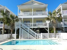 Located in Myrtle Beach, 5 miles from Myrtle Beach State Park and 9 miles from Myrtle Beach Boardwalk, Beach Hutt Home has air-conditioned accommodations. Myrtle Beach State Park, Myrtle Beach Boardwalk, Surfside Beach, State Parks, Beach House, Vacation, Mansions, House Styles, City