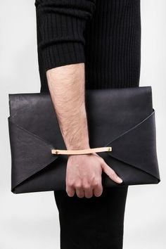 leather laptop clutch bag - Men's style, accessories, mens fashion trends 2020 Fashion Mode, Fashion Bags, Mens Fashion, Leather Clutch, Clutch Bag, Leather Bags, Envelope Clutch, Black Leather, My Bags