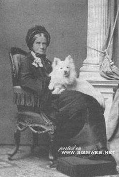Maria Ludovika Wilhelmine Prinzessin von Bayern (Sisis mother) with her dog Austria, Franz Josef I, Celebrity Dogs, German Spitz, Spitz Dogs, Japanese Spitz, American Eskimo Dog, Me And My Dog, Old Images