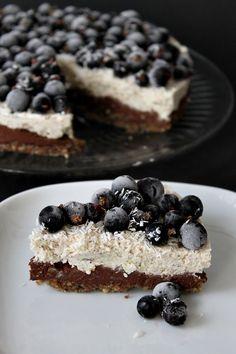 Suklaa-sitruunakakku Nom Nom, Cereal, Vegan, Breakfast, Desserts, Recipes, Honey, Food, Morning Coffee