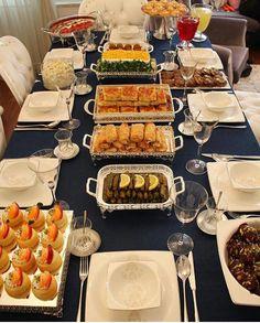 Yemek sunumu Iftar, Food Design, Table D Hote, Food Porn, Food Platters, Food Decoration, Arabic Food, Creative Food, Food Presentation