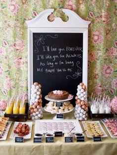 Mesa de postres/dulces con lindo letrero ad hoc al evento