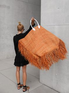 Fashion Fabric, Fashion Bags, Afrique Art, Jacquemus, Buy Sunglasses, Big Bags, Knitting Accessories, Summer Bags, Cloth Bags