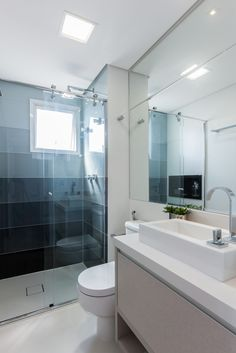 MAISON VITORIA : Banheiros modernos por Barbara Dundes | ARQ + DESIGN