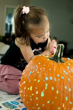 No Carve Pumpkin Decorating with Glow-In-the-Dark Paint 2021 - Entertain Your Toddler No Carve Pumpkin Decorating, Pumpkin Carving, Bubble Recipe, The Darkest, Glow, Arts And Crafts, Flower Girl Dresses, Entertaining, Halloween