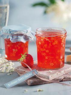 Das Gelee aus Erdbeeren, Sekt und Holunderblüten schmeckt herrlich und ist ein…