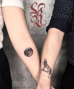 Ink Your Love With These Creative Couple Tattoos kreative paar Tattoo-Ideen © Tätowierer Roland Tattoo's 💙🐺🌛 s 💙🐺🌛 💙🐺🌛 Couple Tattoos Love, Love Tattoos, Unique Tattoos, Body Art Tattoos, Small Tattoos, Couples Matching Tattoos, Couple Tattoo Ideas, Unique Couples Tattoos, Tattoo For Couples
