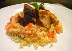 spiced chicken with couscous salad . subbed the tomatoes for red peppers Easy Meals For Two, Fast Easy Meals, Meals For The Week, Chicken Recipes For Two, Real Food Recipes, Cooking Recipes, Fast Recipes, Weekly Dinner Menu, Weekly Meals