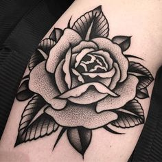 31 Ideas tattoo old school rose tatoo Hand Tattoos, Body Art Tattoos, Sleeve Tattoos, Tatuagem New School, Tatuaje Old School, Traditional Tattoo Flowers, Traditional Roses, Traditional Rose Tattoo Black And Grey, Traditional Hand Tattoo