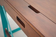 Bureau 1020 Desk System, noyer et métal vert turquoise thermolaqué  Pierre Furnemont Design Studio www.pierrefurnemont.com