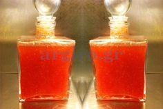 Φραουλολικέρ της Αργυρώς  Υλικά συνταγής 500 γραμμ. φράουλες ώριμες 500 γραμμ. ζάχαρη 1 λίτρο vodka Cocktails, Drinks, Strawberry Recipes, Marmalade, Greek Recipes, Hot Sauce Bottles, Liquor, Food To Make, Spices