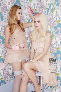 "Highlight sister-in-law's hair. ""Locura Pastel"": Tehila and Ania Get Old Lady Pastel Hair by Jamie Nelson for Elle Mexico Mode Pastel, Jamie Nelson, Pink Dye, Elle Mexico, Advertising Photography, Pastel Hair, Pretty Pastel, Old Women, Diy Hairstyles"