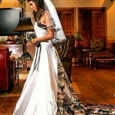 Camo Wedding Dress... Love Everything About It!!!!!!!!!!! I need this dress!!