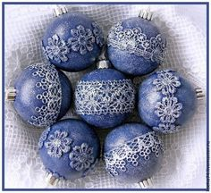 1 million+ Stunning Free Images to Use Anywhere Quilted Christmas Ornaments, Gold Christmas Decorations, Christmas Gift Wrapping, Diy Christmas Ornaments, How To Make Ornaments, Handmade Decorations, Handmade Christmas, Doilies Crafts, Navidad Diy
