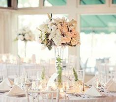 Aranjament floral elegant, simplu.