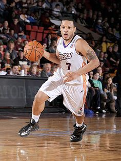 Mavericks to sign PG Chris Wright, who will become first NBA player with multiple sclerosis