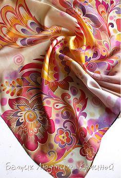 """Несколько работ осталось на продажу. Вот одна из них : Батик платок """"Жар-птица"""" ок. 70*70см, натуральный шелк туаль. Использован мотив хохломской росписи. Очень яркий платок , поднимающий  …"""
