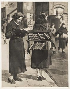 Walking Library London 1030s