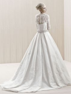 ENGLAND / Blue Collection / Enzoani / Available Colours : Ivory, White (back)