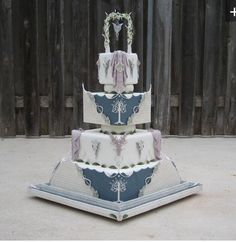 LOTR wedding cake, the top cake and then the rest will be cupcakes Beautiful Wedding Cakes, Beautiful Cakes, Amazing Cakes, Crazy Cakes, Fancy Cakes, Cupcakes, Cupcake Cakes, Super Torte, Ring Cake
