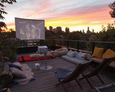 Letnie kino domowe, kino domowe na tarasie, plenerowe kino na tarasie - zobacz i zainspiruj się! Zapraszam na nowy wpis na blogu Pani Dyrektor po jeszcze więcej inspiracji na kino w ogrodzie!