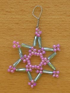 Christmas creation with Marketa: Christmas star from beads I. Easy To Make Christmas Ornaments, Grinch Ornaments, Christmas Ornaments To Make, Christmas Snowflakes, Christmas Jewelry, Christmas Star, Diy Crafts Jewelry, Bead Crafts, Jewelry Patterns