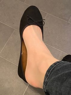 Ballerina Shoes, Ballet Flats, Foot Photo, Hijabi Girl, Under Pants, Nylon Stockings, Ballet Dancers, Pumps, Heels