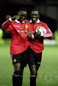 Andy Cole and Dwight Yorke celebrate a goal in Manchester United Images, Manchester United Legends, Manchester United Players, Football Icon, Best Football Team, Football Boys, Man Utd Squad, Man Utd Fc, Andy Cole