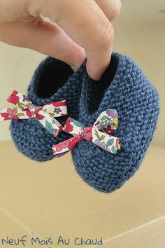 Here are baby booties size 3 months, which I realized in Katia . - - Here are baby booties size 3 months, which I realized in Katia promo end. Liberty baby booties C & # is a … Baby Knitting Patterns, Baby Clothes Patterns, Baby Patterns, Clothing Patterns, Crochet Patterns, Knitted Booties, Baby Booties, Baby Shoes, Crochet Baby Socks