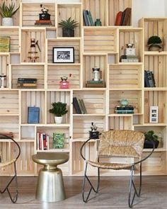 Discover thousands of images about Hacer muebles de cajas de madera/ Make furniture wooden crates … Crate Bookshelf, Bookshelf Ideas, Shelving Ideas, Rustic Bookshelf, Bookshelf Design, Homemade Bookshelves, Wooden Shelf Design, Bookshelf Decorating, Nursery Bookshelf