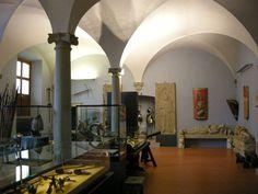 Museo Stefano Bardini a Firenze -  si possono ammirare il Palazzo dove vi svolse la sua attività e i pezzi donati al comune del più noto antiquario italiano morto nel 1922 (tappeti, dipinti, capitelli, sculture, cornici, mobili, cuoi dipinti )