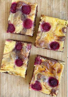 Cheesecake brownies - Taste Bazaar Cheesecake Brownies, Cheese Brownies, Hawaiian Pizza, Cheesecakes, French Toast, Pie, Bread, Breakfast, Desserts