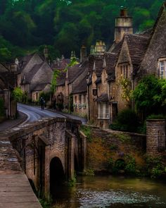 Castle Combe village in den Cotswolds, England Beautiful Places To Visit, Great Places, Places To See, Wonderful Places, Castle Combe, Village Photos, City Photography, Amazing Photography, Beautiful Architecture