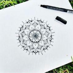 Mandala Artwork, Mandala Drawing, Doodle Patterns, Zentangle Patterns, Zentangles, Mandala Tattoo Design, Tattoo Designs, Mandalla Tattoo, Body Art Tattoos