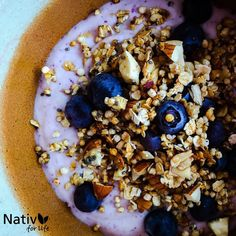 Desayuno saludable con Nativ For life! Yogurt + BlueBerry + granola. #blueberry #granola #yogurt #arándanos #desayuno #nativforlife #antioxidantes #suplementos #superfruta