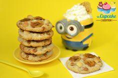 Cookies Moelleux Banane / Macadamia Des Cookies pour les plus Minions bananovores d'entre vous ! Ultra-moelleux, parfumés à la banane, agrémentés de noix de macadamia craquantes et de fudge fondant. BANANAAAAAA !