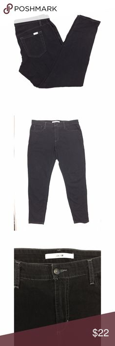 """Joes Jeans Sz 31 Slim Fit Black Jeans *  Joes Jeans Sz 31 Joe's Jeans Slim Fit Weekender Collection Lava Rock Black  * Please note small pinhole in rear pocket; see photos   * Please see below for actual measurements; all measurements taken with garment lying flat.  Please note that occasionally due to style or fit; actual jean measurements may differ from those listed on its tag. Please see all photos for complete condition assessment.  Waist: 19"""" Rise: 10"""" Inseam: 31"""" Outseam: 40"""" Leg…"""