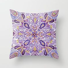 Gloomy purple mandala pattern Throw Pillow