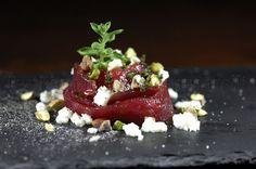 Bocciolo di tonno, con mozzarella, pistacchi ed emulsione di balsamico e origano
