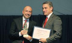 V Premios Castilla y León Económica. Premio a la Mejor Gestión de Recursos Humanos: Roberto Cabezas, director de Recursos Humanos de Queserías Entrepinares, y Rafael Barbero, director general de Caja de Burgos.