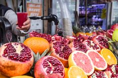 In Istanbul fruits and veggies are sold everywhere. They are like a splash of colour that you see on display in local grocery shops. Today I wanted to write a little bit about oranges and pomegranates...