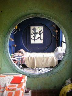 Sleeping nook in a circular alcove