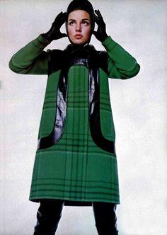 L'Officiel magazine 1968, Pierre Cardin plaid coat