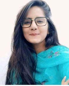 Industry Experts Give You The Best Beauty Tips Ever Cute Young Girl, Cute Girl Photo, Beautiful Girl Photo, Beautiful Girl Indian, Stylish Girls Photos, Stylish Girl Pic, Desi Girl Selfie, Indian Girl Bikini, Indian Girls